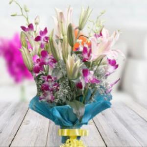 Lilies Best Choice to Express Decent Love