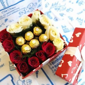 Roses With Fererro Rocher In Designer Gift Box